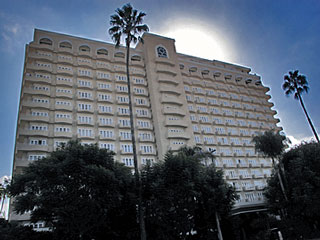 Four Seasons Los Angeles. Hotel Reservations for 5-star Hotels in Beverly Hills and Los Angeles. [Photo Credit: LAtourist.com]