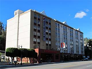 Hilton Garden Inn Los Angeles/Hollywood. Online Hotel Reservations in Los Angeles and Hollywood. [Photo Credit: LAtourist.com]