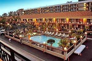 Tropicana Inn Hotel near Disneyland. Online Reservations for Anaheim and Hotels near Disneyland. [Photo Credit: Anabella Hotel]