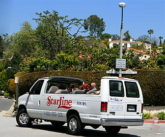 StarLine celebrity home tour in the Hollywood Hills, near the home of David Beckham. [Photo Credit: LAtourist.com]