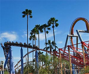 Southern California Amusement Parks, Jaguar roller coaster at Knotts Berry Farm against a backdrop of palm trees and blue sky. [Photo Credit: LAtourist.com]