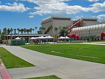 Broad Contemporary Museum and Resnick Pavilion at the Los Angeles County Museum of Art. [Photo Credit: LAtourist.com]