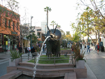 Fountain at Third Street Promenade in Santa Monica. [Photo Credit: LAtourist.com]